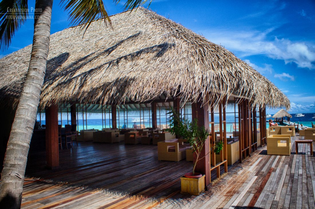 bar at Eriyadu island resort