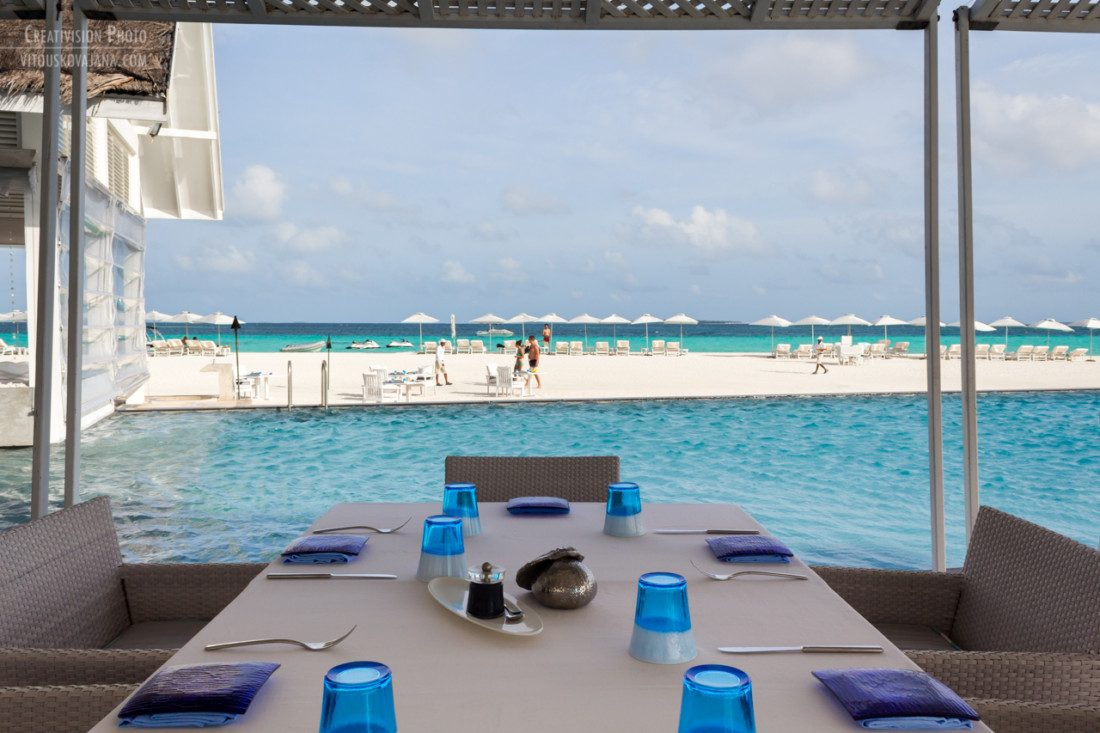 Blu bar at Four Seasons Landaa Giraavaru