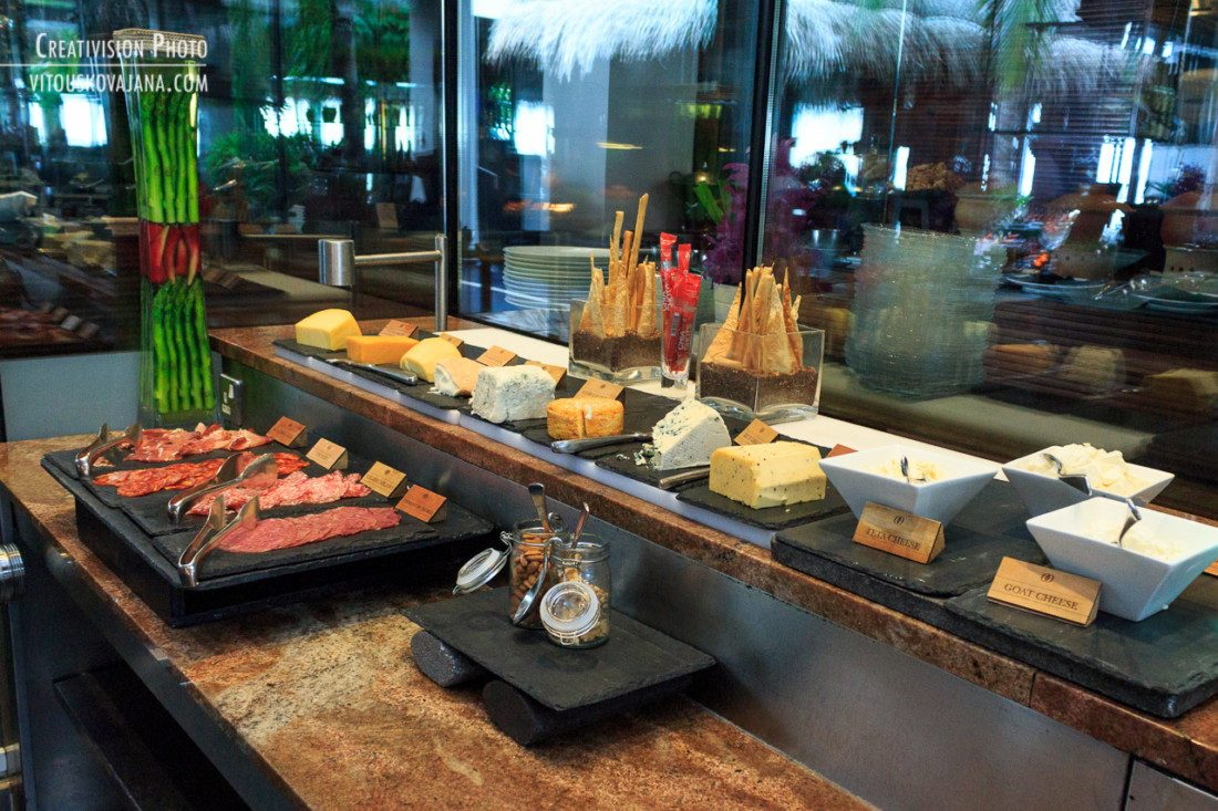One & Only Reethi Rah breakfast